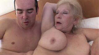 Grabando una Porno Abuelas Anal