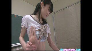 colegialas japonesas haciendo sexo oral en el salon de clases